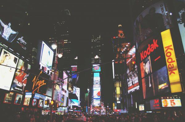 Influencer marketing czy reklama display? – jak skutecznie promować swoją markę